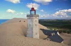 Enterrado na areia: Farol de Rubjerg Knude, Dinamarca. Construído em 1899, foi parcialmente enterrado pela areia...