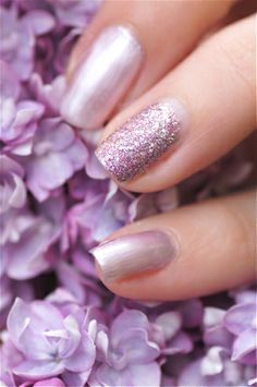 manucure lilas paillettes