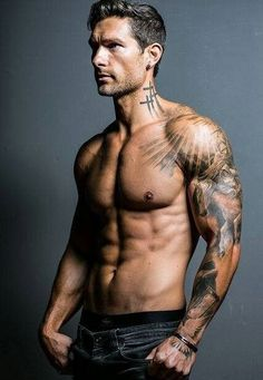 Ripped tatted hunk