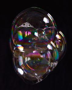 ~ Bubbles Bubble Quotes, Bubble Fun, Blowing Bubbles, Soap Bubbles, Textures Patterns, Painting Inspiration, Art Images, Iphone Wallpaper, Reflection