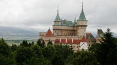 Bojnice Castle exhibits human deformities.  Is it basically just an old-fashioned freak show, or a genuine chance for the public to better understand human bodily anomalies?