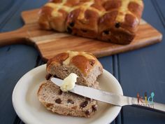 Delicious freezable, kidfriendly hot cross buns with no nasties! The best way to celebrate Easter. Freezable and scrummy...I dare you to just eat one!