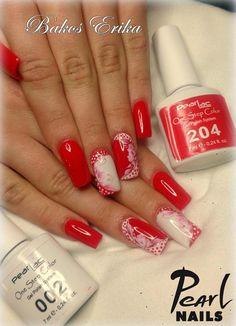Piros-fehér vintage köröm Bakos Erika szakoktatónktól. :-)  Színek: One Step Color 002 és 204. :-) http://mukorom.szepsegdepo.hu/sub-category/126/PearLac-One-Step-Color