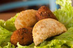 Graça Mineira (jantar)    1 bolinho de mandioca, 1 bolinho de arroz, 1 pastel de carne de sol com catupiry 1 pastel de queijo