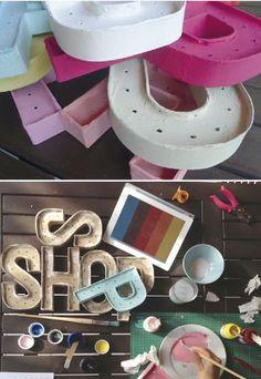 Las letras en relieve están de moda y se han convertido en un imprescindible en la decoración de un casamiento. ¿Qué te parece tener letras luminosas en un rincón de tu fiesta? ¡Mira esta idea!
