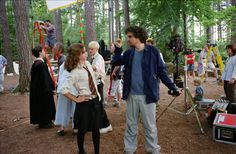 "Alfonso Cuarón dirigindo Emma Watson nas gravações de ""Harry Potter e o Prisioneiro de Azkaban"" (2004)"