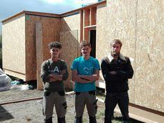 Ils fabriquent leurs appartements tout seuls en co-construction  Trois jeunes étudiants en école d'ingénieur sur le campus de Ker Lann, au sud-ouest de Rennes, se sont lancés dans un projet fou : construire quatre appartements en bois, modulables, démontables et écologiques en moins de trois mois. Pour le moment, le plus gros a été fait. https://bessmachinesblocbeton.com/haberler/425-ils-fabriquent-leurs-appartements-tout-seuls-en-co-construction.html