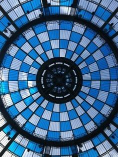 At the opening of the Daniel Buren Monumenta 2012. Get lost into the magic labyinth formed by 377 large circles of bright colors, right under the Grand Palais prodigious vault. A wonder of color and light. Magnifique ! – à Galeries Nationales Du Grand Palais.
