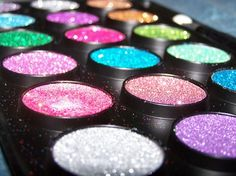 Pretty eye shadows with sparkle, I love colorful.
