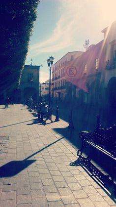 Amanecer en Celaya. Sidewalk, Life Images, Dawn, Side Walkway, Walkway, Walkways, Pavement