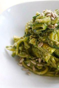spaghetti di zucchine con pesto