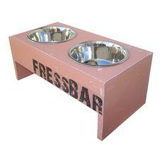 Du suchst einen *Hinkucker-Fressnapf*? Hier steht er:  das FressBar-Modell Vintage Altrosé in Größe M.  Weitere *Designsößen* findest Du in...