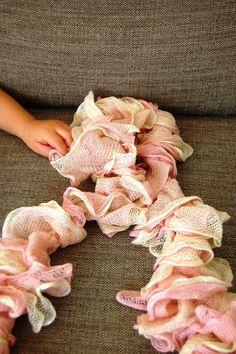 I can craft that!: 3 Stitch Knit Scarf