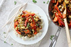 An easy veggie stir fry made with eggplant, red bell pepper, carrots and a citrusy sauce.