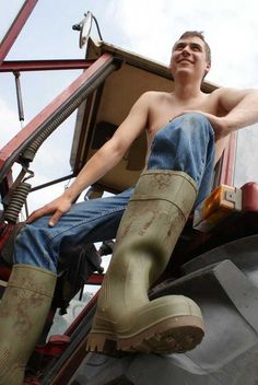 Leather Men, Leather Boots, Hot Country Men, Farm Boys, Hommes Sexy, Wellington Boot, Shirtless Men, High Boots, Guys