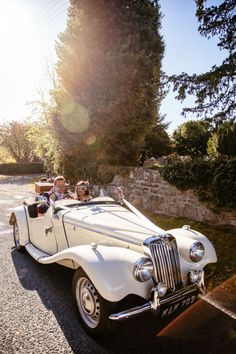 Classic Car Transport Relaxed Vintage Stylish Country Wedding http://www.cassandralane.co.uk/