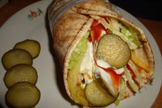 Retete Culinare - Shaorma de pui Romanian Food, Romanian Recipes, Tacos And Burritos, Crepes, Carne, Sandwiches, Food And Drink, Mexican, Cooking Recipes