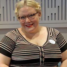 Artista e autora feminista, Lindy West falou à BBC sobre ataques que sofre por estar acima do peso.