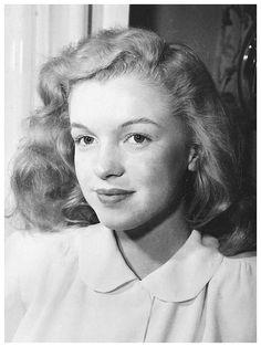 """""""A divat változik, a stílus örök."""" Coco Chanel: World Of The Girls : Marilyn Monroe"""