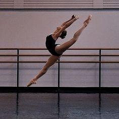 Dance Photography Poses, Dance Poses, Flexibility Dance, Dance Dreams, Princess Aesthetic, Ballet Dancers, Ballerinas, Dance Pictures, Aesthetic Photo