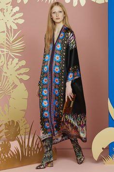 Etro Resort 2018 Fashion Show Collection Fashion 2018, Love Fashion, Runway Fashion, Womens Fashion, Fashion Design, Fashion Trends, Editorial Fashion, Bohemian Mode, Bohemian Style