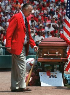 THURSDAY 20 JUNE 2002 - Stan Musial enters Busch Stadium for the memorial service of Cardinals broadcaster Jack Buck Thursday. PHOTO BY ROBERT COHEN/PD