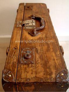 Vintage maleta roja sub tronco caja maleta antigua decoración ...