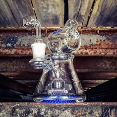 MAVERICK GLASS - BARREL NECK DOMED SHOWERHEAD BEAKER RIG  This dope mini beaker rig from @mavglass is available on our online HeadShop!  KINGS-PIPE.COM  #kingspipe