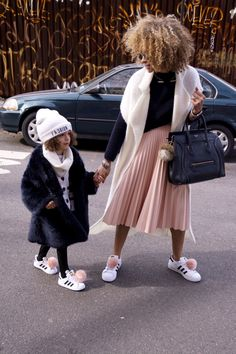 Fashionable Mommy and London strolling the city