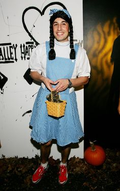 Pin for Later: Double Trouble: Hollywood's Halloween Costume Copycats The Wizard of Oz Jason Biggs went all out with his Dorothy Gale costume in 2005.