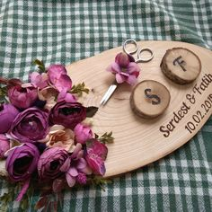 Kütük söz tepsisi Marriage Decoration, Wedding Stage Decorations, Wood Slice Crafts, Gift Wrapping Bows, Ring Holder Wedding, Glass Centerpieces, Special Images, Concrete Crafts, Butterfly Wallpaper