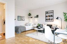 Home decor apartment Studio Apartment Living, Small Studio Apartment Design, Small Apartment Interior, Studio Apartment Decorating, Small Room Design, Apartment Ideas, Small Appartment, Deco Studio, Inside A House