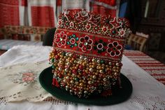 「ビーズ刺繍のボクレータ」 : ICIRI・PICIRIの小さな窓 Folk Costume, Beaded Embroidery, Hungary, Times, Traditional, Beads, Crafts, Beading, Manualidades