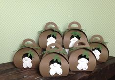 Did you receive my March 2015 Talk & Tips Newsletter? If you did, you saw this cute little Bunny Hole Candy Holder made with the Curvy Keepsakes Thinlit Die. Explosion Box Anleitung, Box Bunny, Cute Box, Fancy Fold Cards, Easter Treats, Keepsake Boxes, Box Design, Craft Items, Craft Fairs
