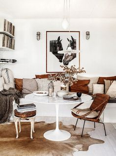 Browse stylish brown living room decor inspiration, furniture and accessories on Jbirdny. Color Terracota, Sweet Home, Turbulence Deco, Dining Nook, Dining Tables, Dining Living Room Combo, Oval Table, Style At Home, Style Blog