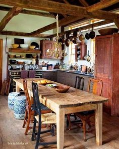 Rustic Kitchen Ideas - Rustic kitchen closet is a beautiful mix of country home as well as farmhouse design. Surf 30 ideas of rustic kitchen design right here Barn Kitchen, Rustic Kitchen, Kitchen Dining, Kitchen Decor, Primitive Kitchen, Kitchen Ideas, Wooden Kitchen, Kitchen Walls, Primitive Decor