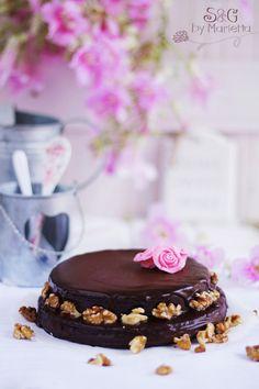 Bizcocho almendrado de chocolate negro sabor intenso - sweetsandgiftsmarietta.com