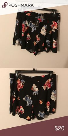 🎉 PRICE REDUCED ❤ Express floral shorts NWT NWT express floral shorts. Elastic waistband and has pockets! Express Shorts