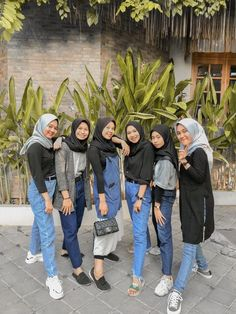 Modern Hijab Fashion, Street Hijab Fashion, Muslim Fashion, Casual Hijab Outfit, Ootd Hijab, Hijabi Girl, Girl Hijab, Best Friends Aesthetic, Bff Pictures