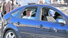 Informal y sin pompa, el Papa visitó al presidente de Italia