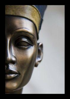 Nefertiti, la Dea dell'Egitto  via..Board http://www.pinterest.com/mspupcat/the-wonder-of-egypt/