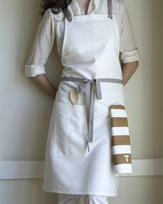 KITCHEN APRON OYSTER - linen/cotton blend finished with nickel-plated grommets and slate gray cotton twill straps. Cafe Uniform, Modern Aprons, Cafe Apron, Apron Designs, Linen Apron, Uniform Design, Sewing Aprons, Kitchen Aprons, Tea Towels