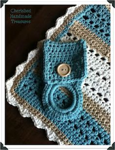 Easy Crochet Dish Cloth and towel holder. Use site menu for towel holder. Also has kitchen scrubbie and an assortment of crochet patterns. Crochet Home, Crochet Gifts, Cute Crochet, Easy Crochet, Crochet Kitchen, Crochet Geek, Yarn Projects, Crochet Projects, Crochet Towel Holders