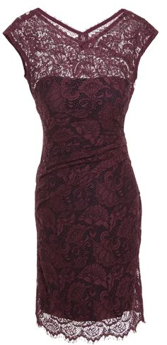 Bordeaux: The Color of the season! Romantisches Kleid in Aubergine von Sonja Kiefer.