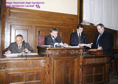 Un momento dello scrutinio. Al Presidente della riunione si è ora unito il 'seggio elettorale', composto da Fabrizio Bucchi e Franco Volpe, scrutatori.