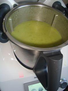 Recept voor Preisoep in de thermomix. Meer originele recepten en bereidingswijze voor soepen vind je op gette.org. Thermomix Soup, Low Gi Foods, Dinner Recipes, Ethnic Recipes, Desserts, Tailgate Desserts, Deserts, Postres, Dessert