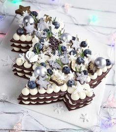 Recipe number cake easy to make - Amourducake Christmas Cake Designs, Christmas Tree Cake, Christmas Goodies, Christmas Treats, Number Birthday Cakes, Number Cakes, Xmas Food, Christmas Cooking, Whipped Cream Ingredients