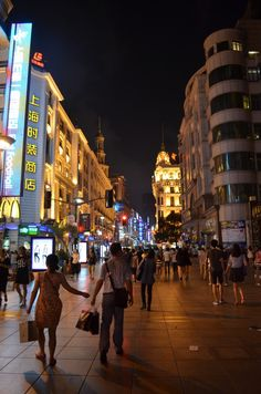 Shopping in Shanghai, China  http://www.rafiquaisraelexpress.com/shopping-in-shanghai/