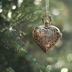 Lockets and sentimental items as part of tree dressing