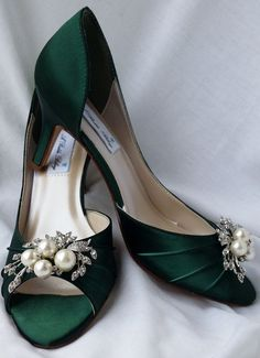 Wedding Shoes Hunter Green Bridal Shoes with Cascading Pearl and Crystal Brooch Design 100 Additional Colors To Pick Lace Bridal Shoes, Best Bridal Shoes, Red Wedding Shoes, Wedding Heels, Green Wedding, Snow White Shoes, Blue Shoes, Tiffany Blue Heels, Crystal Brooch